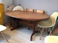 wooden dining table 6-8 seats, extendable, good conditions