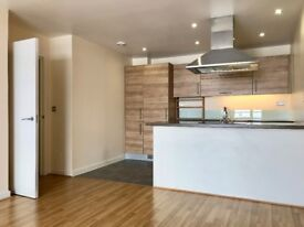Modern Apartment - 2 Bed 2 Bathrooms with Balcony & Private Parking