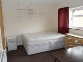 Double room in Knaphill Woking Surrey.