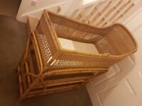 Wicker/bamboo moses basket
