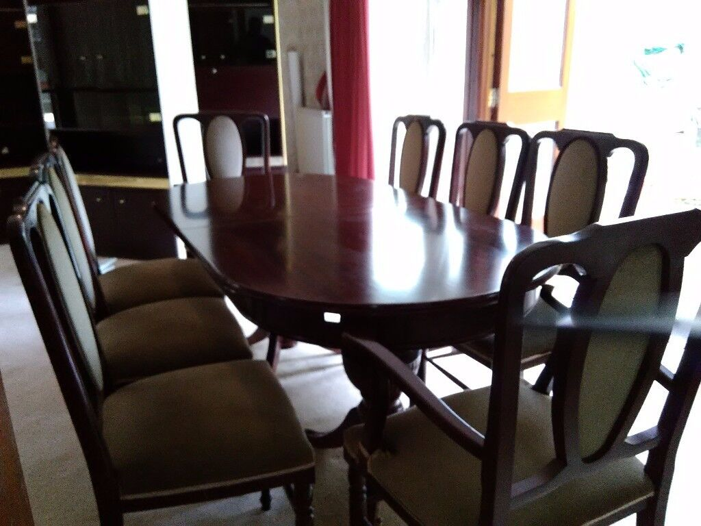 Regency Mahogany 8 sitter Dining table with 6 chairs & 2 carver chairs. Excellent condition