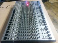 SL2442sf mixing desk + flight case
