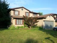 Rooms in a beautiful house close to Western university is for re