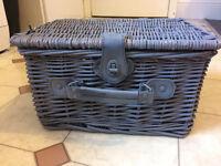 Small Picknick Basket/Hamper