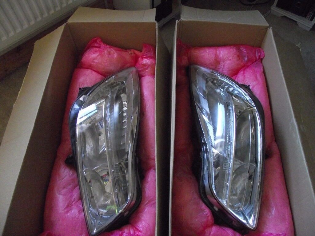 Headlights for Vauxhall Insignia 2.0CDTI SRI Hatchback 2009 onwards (pre-facelift models)