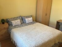 Double room in a clean and friendly house