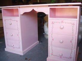 dressing table / desk / chest