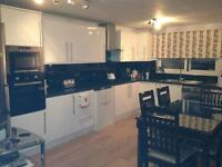 ALL BILLS INCLUDED!!! MODERN TWO BEDROOM FLAT, LOCATED TWO MINUTES WALK FROM SUTTON HIGH STREET