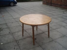 HEAVY QUALITY CIRCULAR PINE TABLE