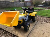 Kids pedal tractor with workable digger