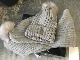 Monclar hat and scarf