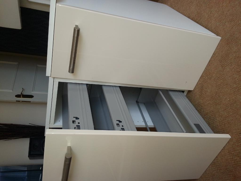 Kitchen base unit with pull out buy sale and trade ads for Cream kitchen base units
