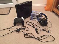 Sony PlayStation 4 500gb / 8 Games / 2 Controllers / 1 Headset