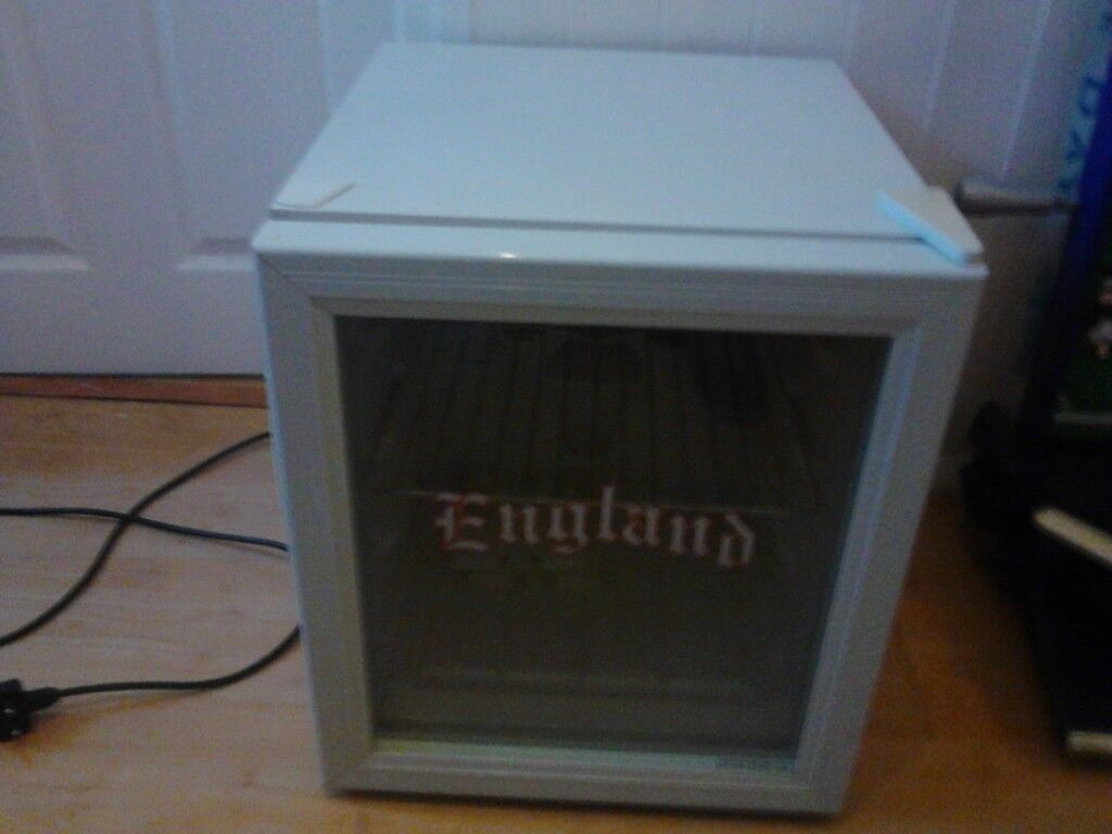 Mini fridge to fit on top of work top it has spirit of 66 on the sides £25.