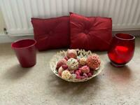 Red decor items (4 items)