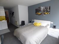 Double Ensuite Studio Room Available Now - £600 per month including all bills (except council tax)