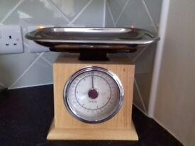 M and S Old Fashioned kitchen scales