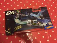 Hot Wheels Star Wars throne room raceway with exclusive Luke sky walker vehicle BNIB