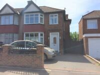 Good conditions ! Large 3 bedroom house with rear garden & parking space