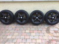 16 inch van wheels of a vivaro will fit Renault trafic