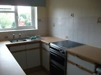 Guildford central - 1 bedroom flat with garage and study