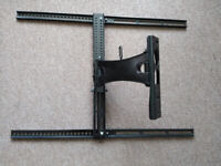 TV Retractable Swivel Wall Mount Bracket Universal but for smaller Telly. In very good, clean cond.