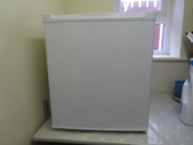 Currys CTF34W15 Mini Freezer, only a few months old