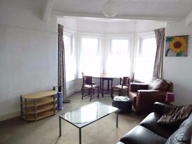 2 bed flat, on Princes Avenue close to the city centre and Universities