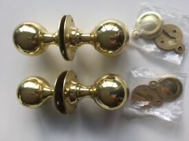 LEGGE DOOR ROUND ROSE KNOBS WITH KEY HOLE ESCUTCHEONS IN BRASS FINISH No. 678