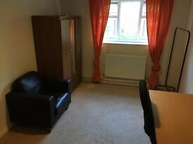 Big double room with PERSONAL LOCK (furnished) near the Salford University £365/month,bills included