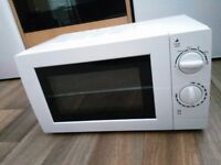 George Home Microwave Oven Model: GMM101W Like-new Condition