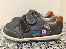 Clark's children's infants shoes 5.5F