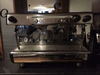 12 mth old commercial coffee machine & Grinder for sale £2000 ovno