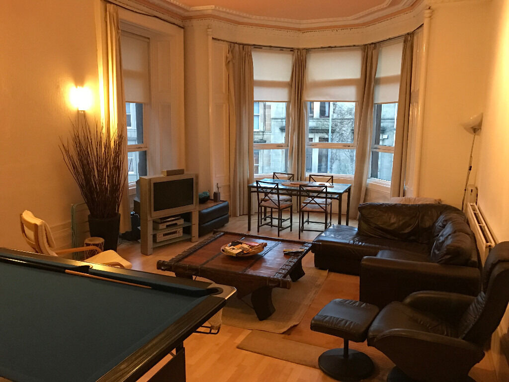 CLEAN FURNISHED ROOM IN LARGE WEST END FLAT