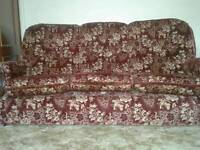 Dralon suit with 2 armchairs Excellent condition