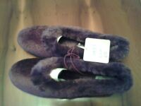 Women's slippers size 6 - still has tag on
