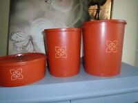 3 tuperware containers