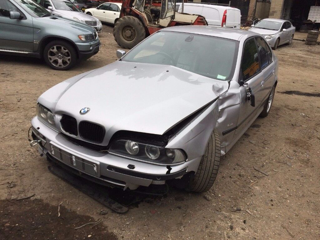BMW 530i E39 SPORT AUTO M-SPORT SALOON SILVER FACELIFT 2001-2003 INDICATOR BREAKING