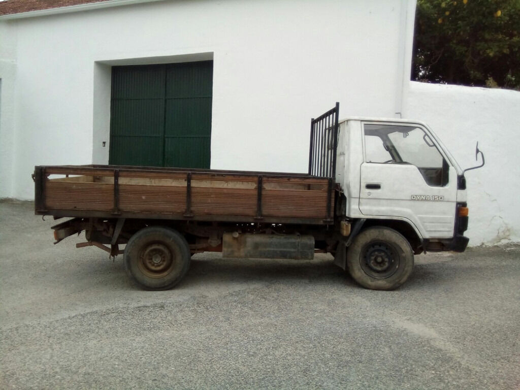 Left hand drive Toyota Dyna 150 2.8 diesel single wheel 3.5 Ton pick up  truck.