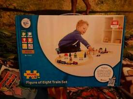 Brand new Figure of eight train set