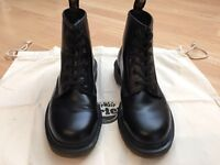 Dr. Martens '101' boot. Size 5.