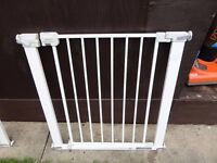no 2 safety gate with all fittings