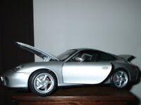 Porsche 911 Carrera 4S Silver model car Maisto 1:18