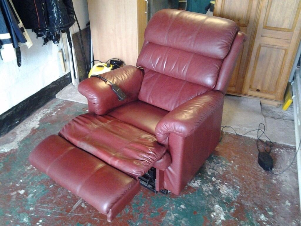 La z boy recliner chairin Redruth, CornwallGumtree - La z boy electric recliner chair in red leather. New condition. Only selling due to limited room. £235 ono. Contact for any further info