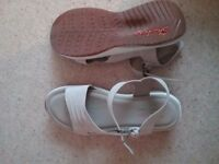 Skechers Relaxed Fit Memory Foam Beige Sandals Size 39 WORN ONCE
