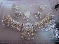 4 PIECE INDIAN JEWELLERY SET