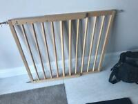 Extendable wooden safety gate (wall fixings included)