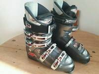 Men's size 9 Nordica ski boots