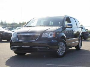 2015 Chrysler Town and Country Limited! Leather! Sunroof! Luxury