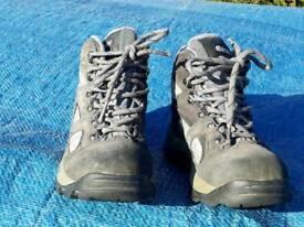 Child walking boot hi-tec size 1